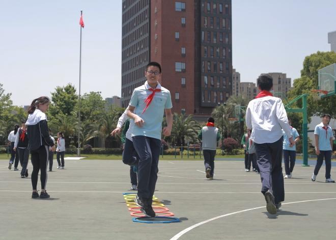 体育课设置八角训练器是为了锻炼下肢爆发力,灵敏和协调。